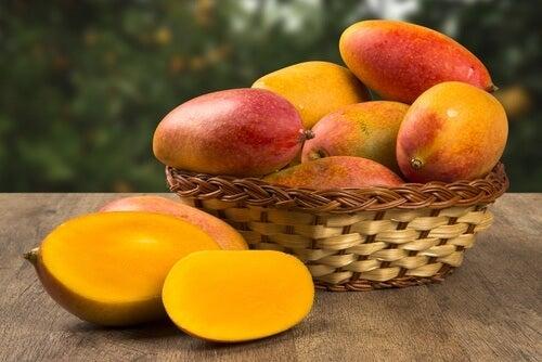 reasons-to-eat-mangoes