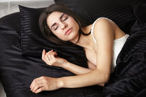 Woman sleeping in the yearner position