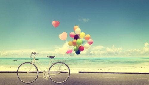pyörä ja ilmapallot