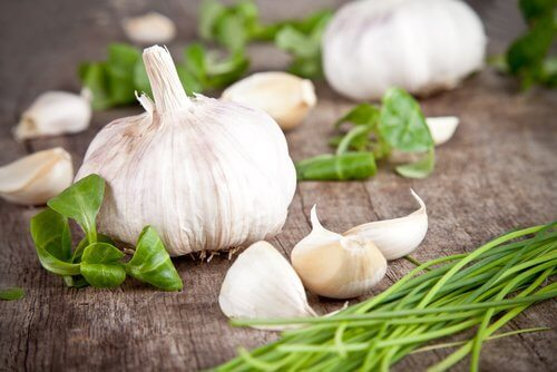 Garlic cloves for a strong immune system