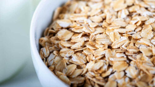 A bowl of oatmeal.