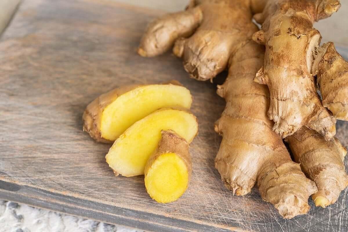 Sliced gingr root.
