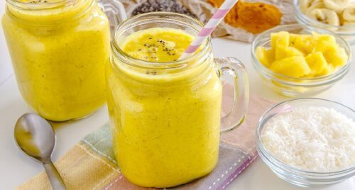 Try this banana and turmeric smoothie to cleanse the liver