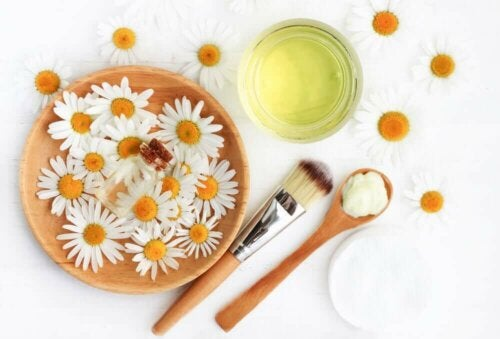 Some chamomile flowers and oil.