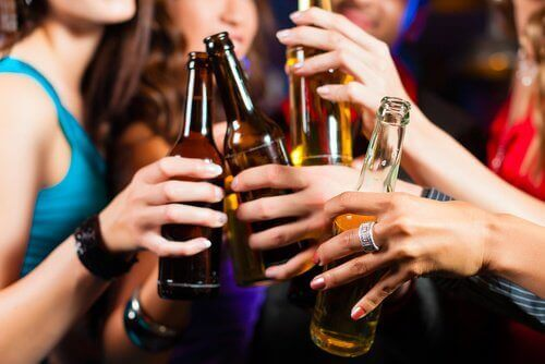 Drinking alcohol is on the list of habits that affect the kidneys