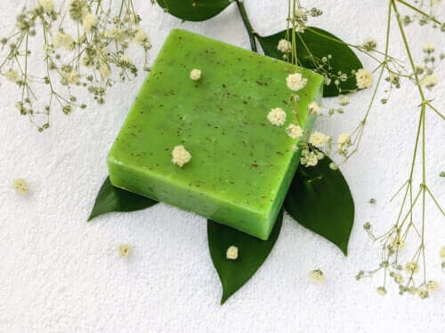 How to Make a Natural Parsley Soap to Reduce Facial Blemishes