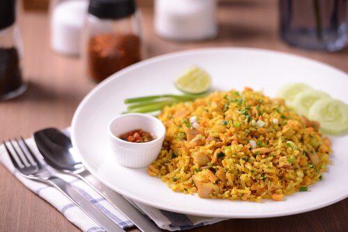 हल्दी : चावल के साथ मिलाकर खा सकते हैं