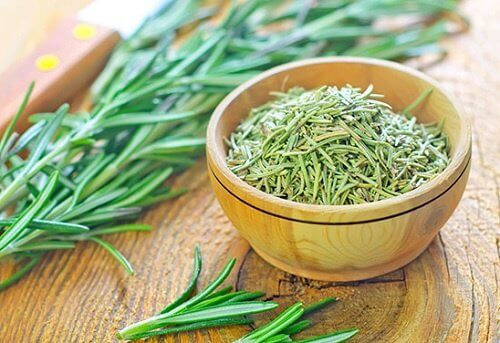rosemary, one of the main ingredients for an effective herbal conditioner