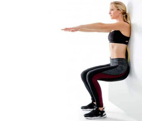 Squats against the wall strengthen injured knees with this exercise