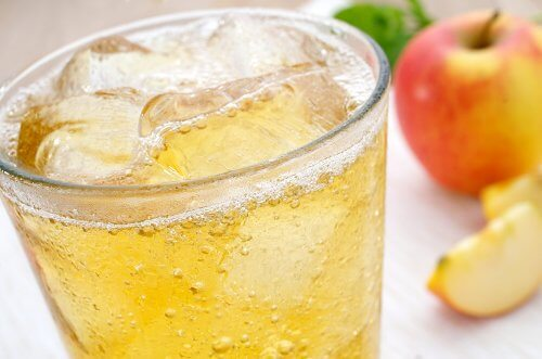 Is It Bad to Put Ice In Your Drink?