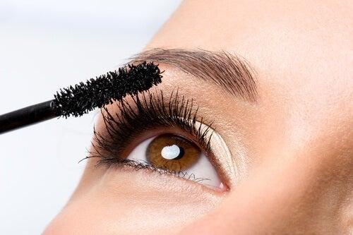 extra long eyelashes