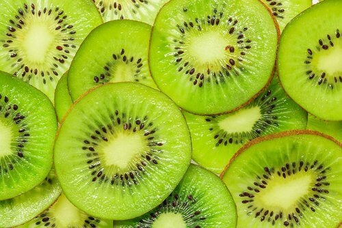 Kiwi can help you heal your lungs after smoking
