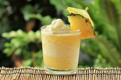 Smoothies for digestion with pineapple