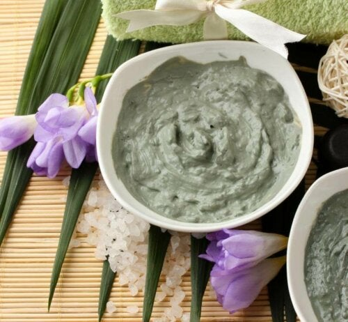Green face mask in a bowl.