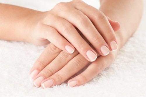 nails hydrogen peroxide