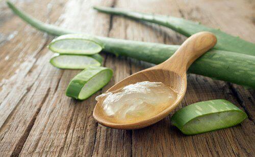 Aloe vera gel in spoon mask for wrinkles