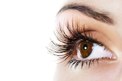 This Natural Balm Can Help You Get Extra Long Eyelashes
