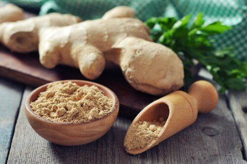 Ginger in powder and whole form slimming smoothie