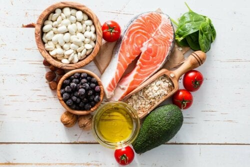 A variety of healthy foods to strengthen the nervous system.