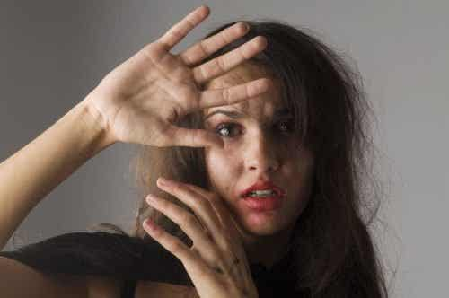 5 Possible Signs that a Woman is Being Abused