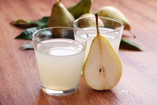 Two glasses of pear juice
