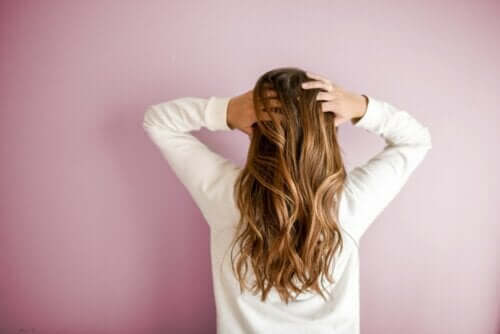 12 Tips for Strong and Healthy Hair