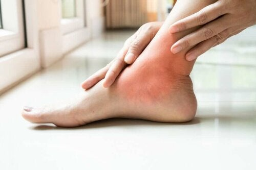 A person trying to get swollen ankles relief.