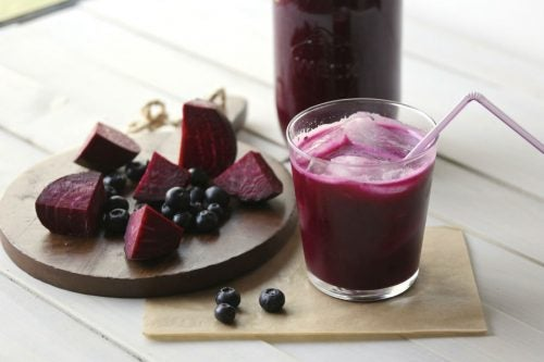 Detox Your Liver With This Blueberry and Beet Smoothie