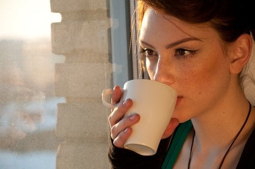 4 tè naturali per persone con problemi digestivi