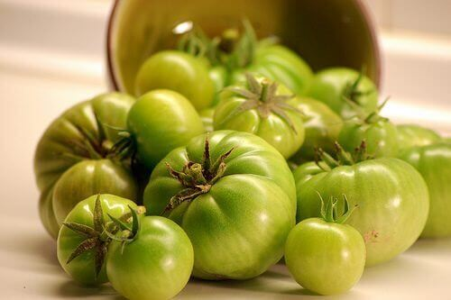Green tomatoes fight varicose veins