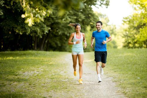 Couple running on outdoor trail insomnia increases the risk