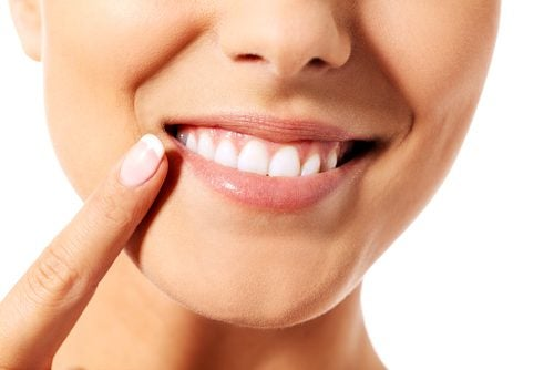 9 Natural and Effective Tips for Taking Care of Your Teeth