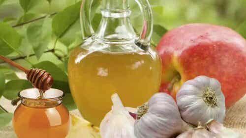 The Possible Benefits of Garlic and Honey