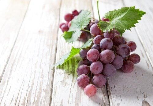 viinirypäleistä luontaishoitoa raskausarpiin