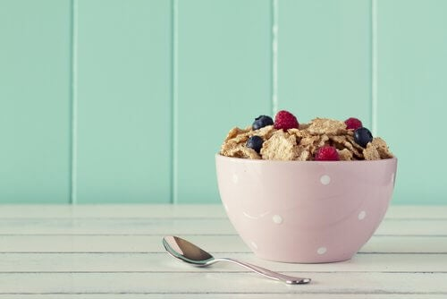 A bowl of cereals and berries