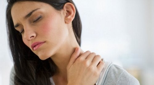 Massage your neck to relieve muscle pain