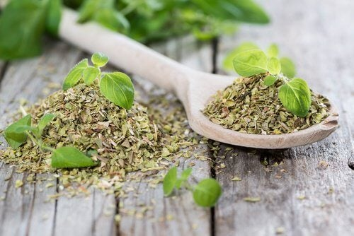 Oregano tea to lower blood pressure