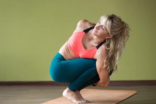 A woman doing the pasasana pose.