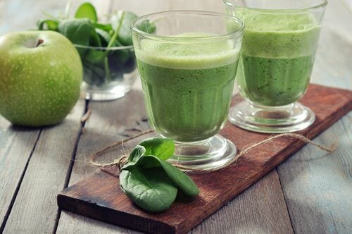 The Properties Of Spinach With Prodigious Green Apple We Get A Great Smoothie It S Low And Calories Encourages Detoxification Weight Loss