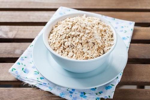 A bowl of oats.