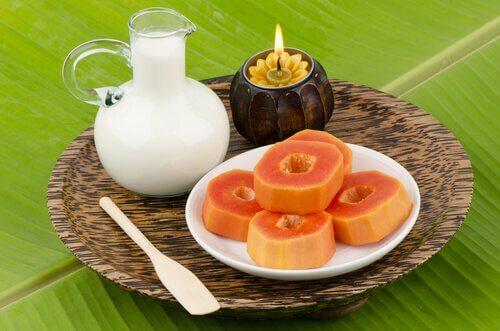 Some papaya on a plate.