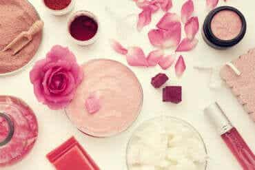 5 Rose Water Recipes for Beautifying Your Face