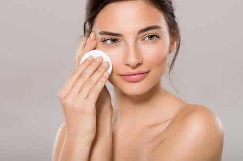 Moisturize Dry Skin With These 4 Household Products
