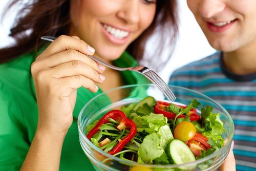 Couple eating a healthy salad