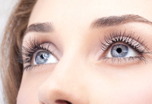 Get Longer Eyelashes with These 5 Home Tricks