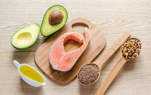 Healthy fats for a cleansing diet: avocado, nuts, and olive oil.
