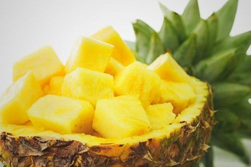 Pineapple sliced in core