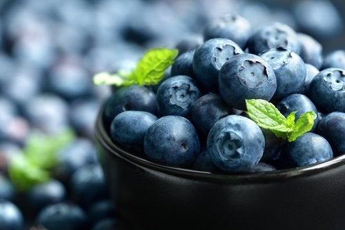 Anti-inflammatory foods such as blueberries