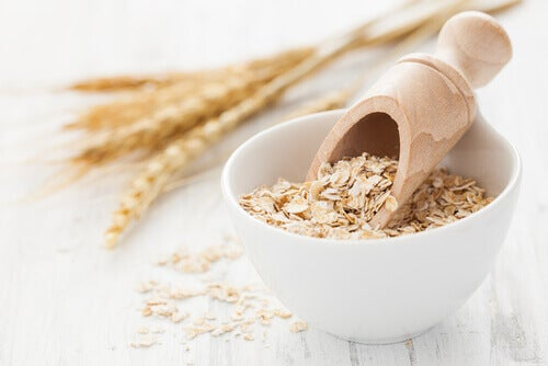 raw oats for an oatmeal mask