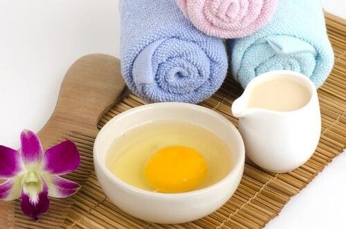 비듬을 없애는 홈메이드 치료제 달걀과 꿀